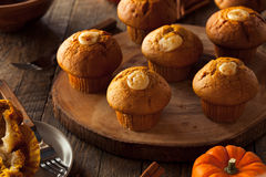 Domowej roboty Dyniowi pikantność Muffins Obrazy Stock