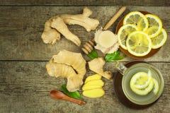 Domowej roboty imbirowa herbata z cytryną Traktowanie grypa i zimna Tradycyjna ludowa medycyna zdjęcie royalty free