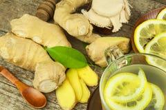 Domowej roboty imbirowa herbata z cytryną Traktowanie grypa i zimna Tradycyjna ludowa medycyna zdjęcia royalty free