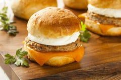 Domowej roboty Jajeczna kanapka z kiełbasą i serem Obrazy Royalty Free