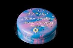 Domowej roboty jaskrawy mousse tort z lustrzanym glazerunkiem Urodzinowy temat Ja Zdjęcie Royalty Free