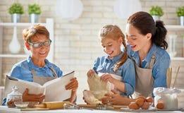 Domowej roboty jedzenie i mały pomagier Zdjęcia Stock