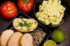 Domowej roboty kanapki z jajkami i mangowym łbem Fotografia Stock
