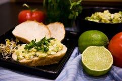 Domowej roboty kanapki z jajkami i mangowym łbem Obraz Stock