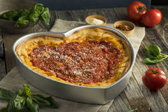 Domowej roboty Kierowa Kształtna Chicago naczynia Głęboka pizza Zdjęcia Stock