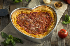 Domowej roboty Kierowa Kształtna Chicago naczynia Głęboka pizza Obrazy Stock