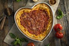 Domowej roboty Kierowa Kształtna Chicago naczynia Głęboka pizza Obrazy Royalty Free