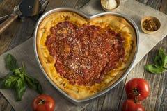 Domowej roboty Kierowa Kształtna Chicago naczynia Głęboka pizza Zdjęcie Royalty Free