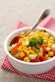 Domowej roboty kukurydzany salsa w białym pucharze z łyżką Zdjęcie Royalty Free