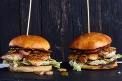 Domowej roboty kurczak kanapka z pieczarkami Zdjęcia Stock