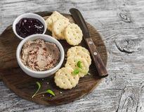 Domowej roboty kurczaka wątrobowy łeb, cranberry kumberland i domowej roboty serowi ciastka, Wyśmienicie zakąska z winem lub prze Obrazy Royalty Free