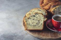 Domowej roboty makowego ziarna galonowy chleb wianek Krajowi ciasta Babka Zdjęcie Stock