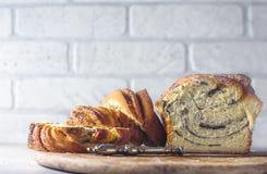 Domowej roboty makowego ziarna galonowy chleb wianek Krajowi ciasta Babka Obrazy Stock