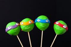 Domowej roboty malutcy torty - cakepops dla dziecka ` s urodziny na zmroku Zdjęcie Stock