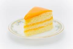 Domowej roboty masło tort z pomarańczowym źródłem na wierzchołku obrazy royalty free