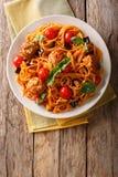 Domowej roboty mięsne piłki z spaghetti, aubergines i pomidorów clos, Zdjęcie Royalty Free