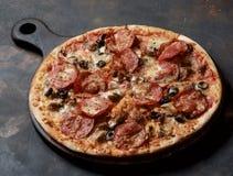 Domowej roboty Mięsna pizza Fotografia Stock