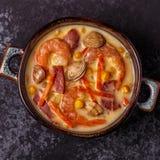 Domowej roboty milczek gęsta zupa rybna z garnelami Obraz Royalty Free