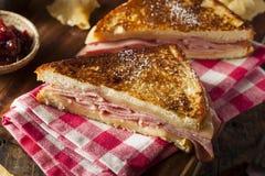 Domowej roboty Monte Cristo kanapka zdjęcia royalty free