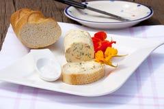 Domowej roboty nasturci zielarski masło zdjęcie royalty free