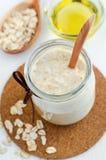 Domowej roboty oatmeal maska w szklanym słoju Delikatna pętaczka dla wyczulonej skóry Obraz Royalty Free