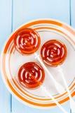 Domowej roboty owocowy pomarańczowy lizaka cukierek Zdjęcia Stock