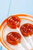 Domowej roboty owocowy pomarańczowy lizaka cukierek Zdjęcia Royalty Free