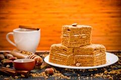 Domowej roboty płatowaty miodowy tort fotografia stock