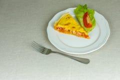 Domowej roboty pasztetowy serdecznie ptysiowego ciasta strój jednoczęściowy z warzywami Fotografia Royalty Free