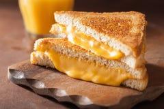 Domowej roboty piec na grillu serowa kanapka dla śniadania Obraz Stock
