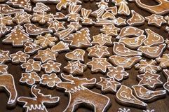 Domowej roboty piernikowi ciastka w różnorodnych kształtach Fotografia Stock