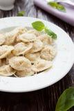 Domowej roboty pierożek z parmesan serem w białym pucharze Zdjęcia Stock