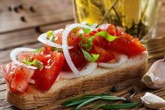 Domowej roboty pomidor z cebulkowym kanapki zakończeniem Obrazy Royalty Free
