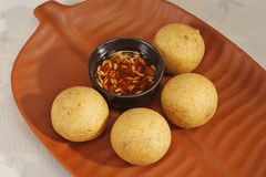 Domowej roboty przekąska - kartoflani croquettes lub aloo bonda Zdjęcia Stock