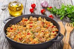 Domowej roboty przygotowany paella z mięsem, pieprz, warzywa fotografia stock