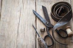 Domowej roboty roczników narzędzia na drewnianym tle Obraz Royalty Free