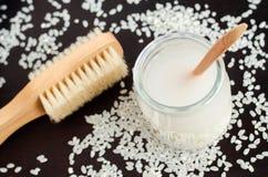 Domowej roboty ryż woda - naturalny toner dla skóry i włosianej opieki Diy kosmetyki obraz royalty free
