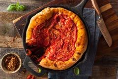 Domowej roboty rynienki naczynia Chicago Głęboka pizza Zdjęcia Stock