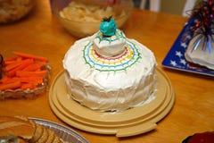 domowej roboty tort urodzinowy. Obraz Stock