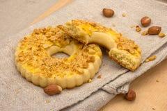 Domowej roboty torty z zdruzgotanymi dokrętkami Fotografia Royalty Free