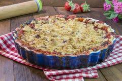 Domowej roboty Truskawkowy Rabarbarowy kulebiak Fotografia Stock