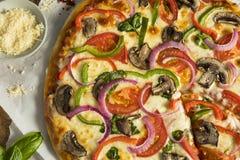 Domowej roboty Veggie pizza z pieczarka pieprzami zdjęcie stock