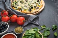 Domowej roboty weganin pizza zdjęcie royalty free