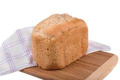 Domowej roboty wholemeal literującej i białej mąki chleb odizolowywający na białym tle, piec w chlebowym producencie Fotografia Stock
