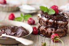 Domowej roboty Wyśmienicie Czekoladowi punkty Zbliżenie Czekoladowy tort zdjęcie royalty free