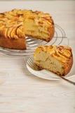 Domowej roboty wyśmienicie aromatyczny brzoskwinia kulebiak Fotografia Stock