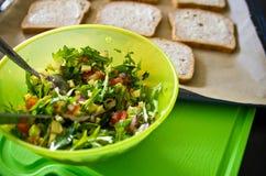 Domowej roboty zdrowe kanapki z łososiem i avocado Zdjęcie Royalty Free