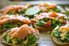 Domowej roboty zdrowe kanapki z łososiem i avocado Obraz Royalty Free