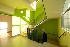 domowi wewnętrzni nowożytni schodki Zdjęcia Stock
