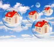 Domowy bąbel na tła niebieskim niebie dalej Zdjęcia Stock